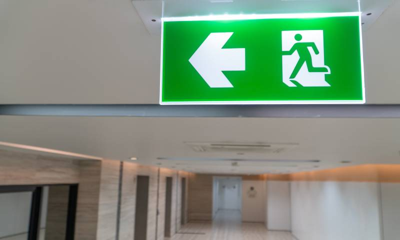 señaletica iluminada salida emergencia